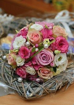 bridal-bouquet-2795419__340.jpg
