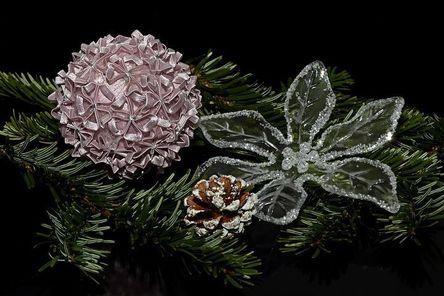 christmas-balls-1830359__480.jpg