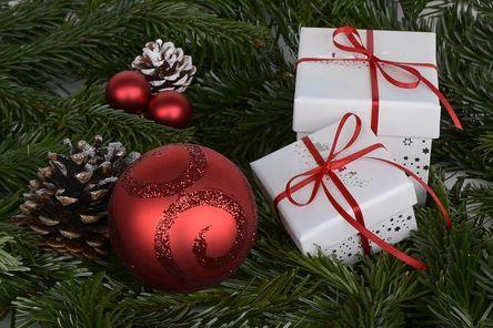 christmas-balls-1891598__480.jpg