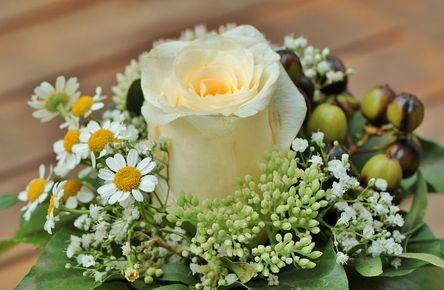 floral-arrangement-453709__480.jpg