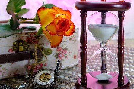 hourglass-3197635__480.jpg