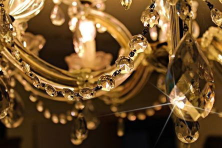 chandelier-448719__480.jpg