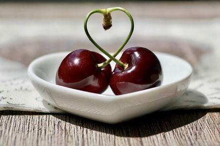 cherries-2444836__480.jpg
