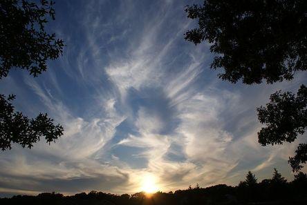 clouds-2183512__480.jpg