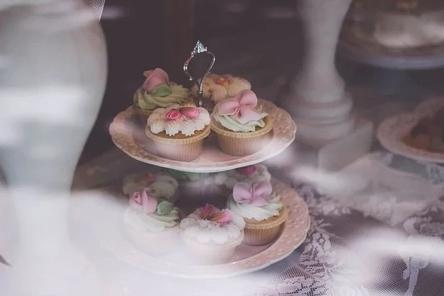 cupcakes-2598689__480~2.jpg