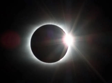 eclipse-2695630__480~2.jpg