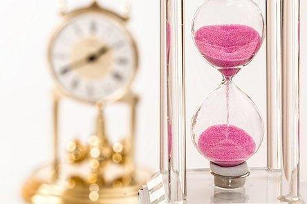 hourglass-1703330__340.jpg