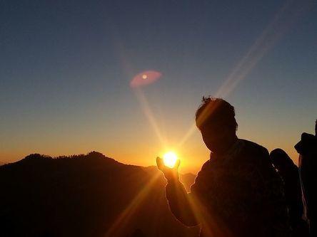 sunrise-432349__480.jpg