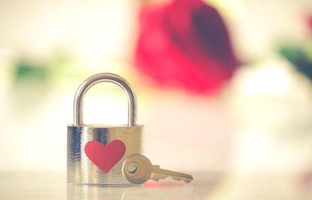 valentine-3126531__480.jpg